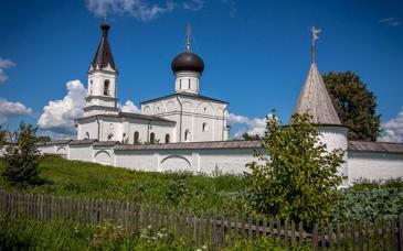 В нескольких километрах от поселка находятся святыни Тверской земли – Оршин Вознесенский монастырь XIV века.