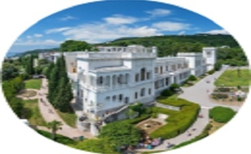 В расположенном недалеко от Ялты посёлке Ливадия находится широко известный дворец, который ранее был резиденцией императорской семьи и имеет богатую историю. Речь идёт о Ливадийском дворце, до сих пор поражающем своей архитектурой и внутренним убранством.