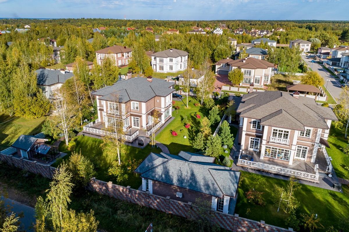 """В соседнем поселке """"Успенский лес построен торгово-развлекательный комплекс площадью 5 тыс. кв. м."""